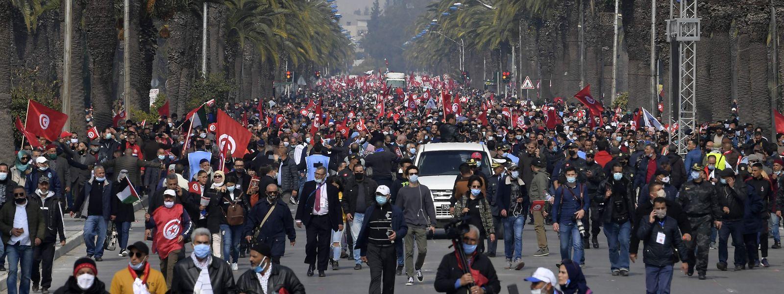 Tausende Menschen waren in Tunis auf die Straßen gegangen.