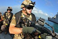 Deutsche Marine-Soldaten haben erstmals vor Somalia Piraten gefasst.