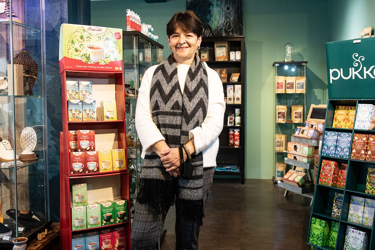 """Au magasin """"Dreams"""" de Lorentzweiler, Diana Calvario est favorable à une législation claire, mettant fin au trafic de produits de mauvaise qualité."""