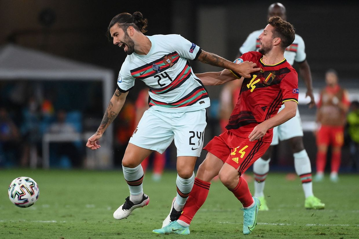 Portugal's midfielder Sergio Oliveira (L) vies with Belgium's forward Dries Mertens during the UEFA EURO 2020 round of 16 football match between Belgium and Portugal at La Cartuja Stadium in Seville on June 27, 2021. (Photo by LLUIS GENE / POOL / AFP)