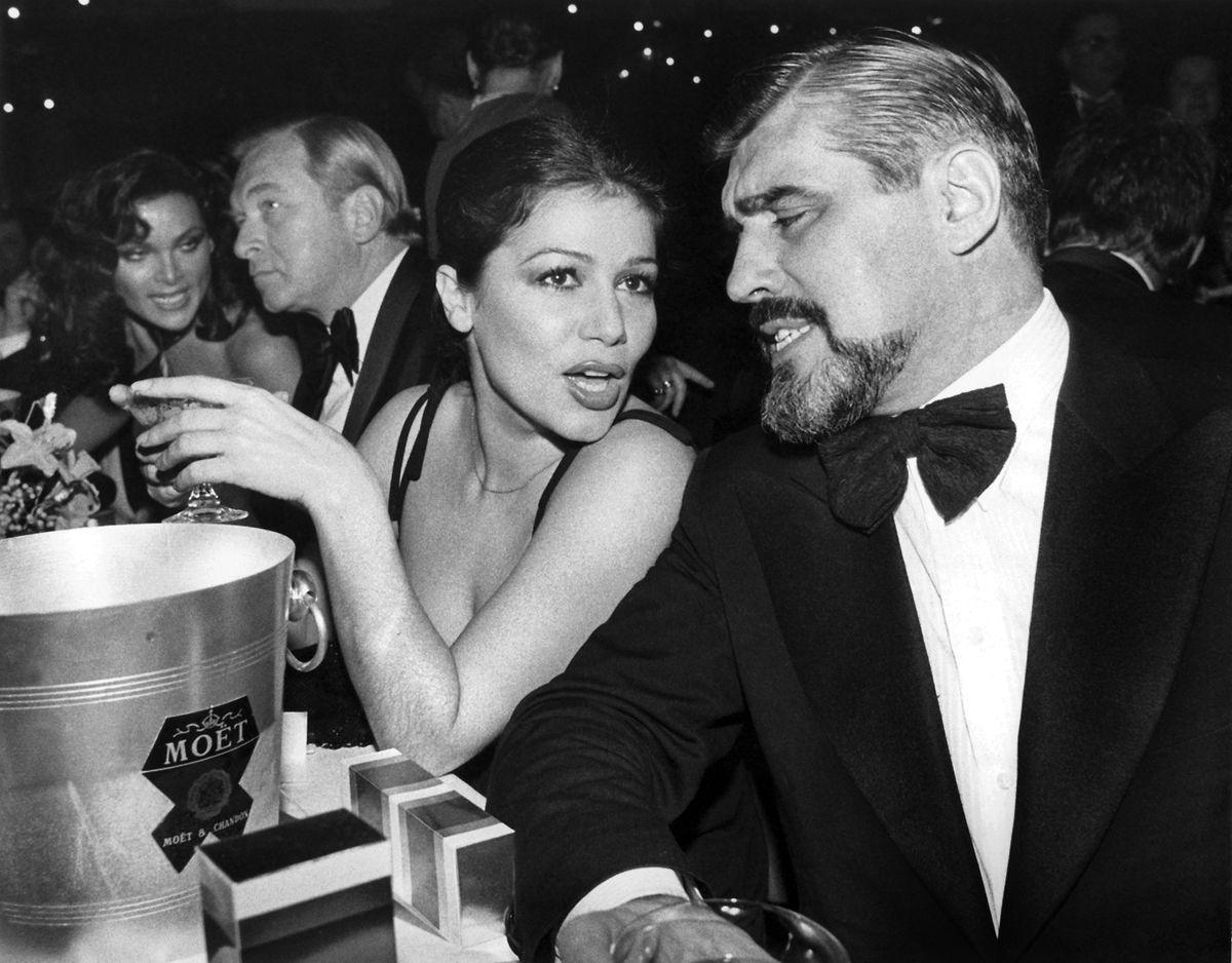1977: Hannelore Elsner mit Mario Adorf beim Deutschen Filmball.