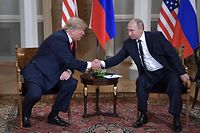 US President Donald Trump shakes hands with Russia's President Vladimir Putin (R) during a meeting in Helsinki, on July 16, 2018. / AFP PHOTO / SPUTNIK / Aleksey Nikolskyi