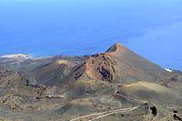 14.09.2021, Spanien, La Palma: Gesamtansicht eines der Vulkane von Cumbre Vieja, einem Gebiet im Süden der Insel La Palma, das von einem möglichen Vulkanausbruch betroffen sein könnte. Auf der zu den Kanaren gehörenden Insel La Palma wird nach Tausenden kleinen Erdstößen während der vergangenen Tage ein Vulkanausbruch nicht mehr ausgeschlossen. Foto: Europa Press/EUROPA PRESS/dpa +++ dpa-Bildfunk +++