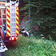 Das Auto war eine Böschung bei Scheidgen hinabgestürzt und auf der Seite liegen geblieben.