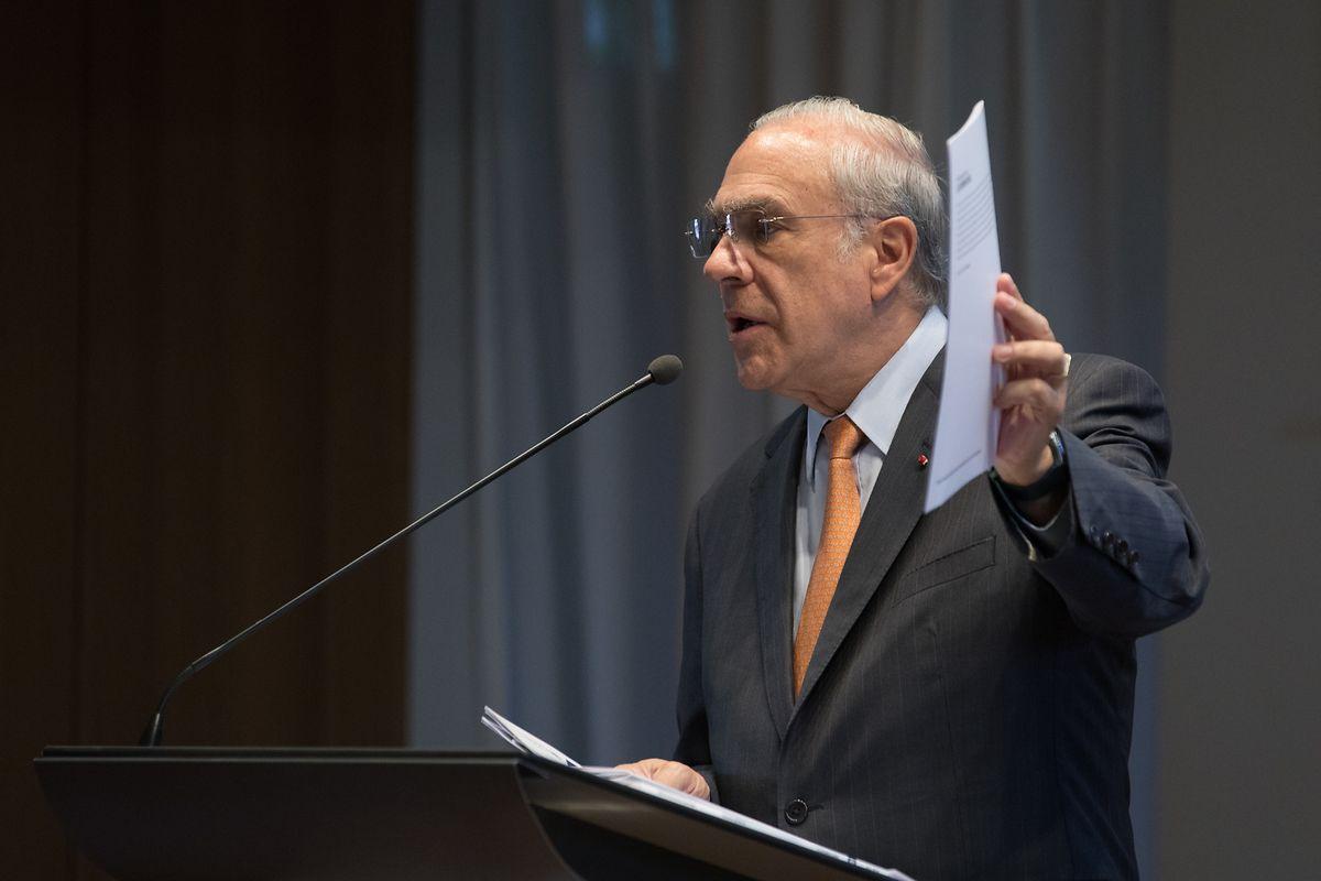 Le Secrétaire général de l'OCDE Angel Gurría lors de la présentation du rapport national
