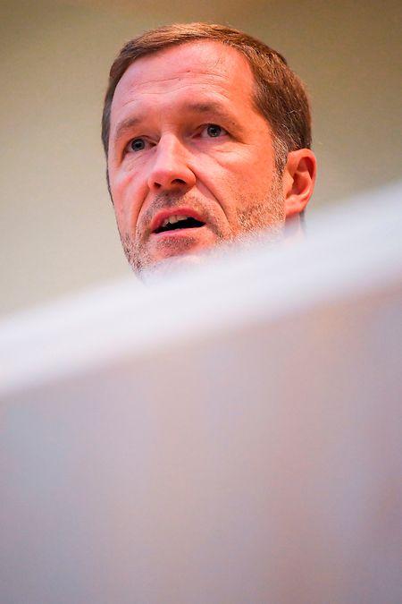 Paul Magnette a sondé neuf partis. Seuls les extrêmes (le PTB au sud, le Vlaams Belang au nord) ont été écartés de ses consultations.
