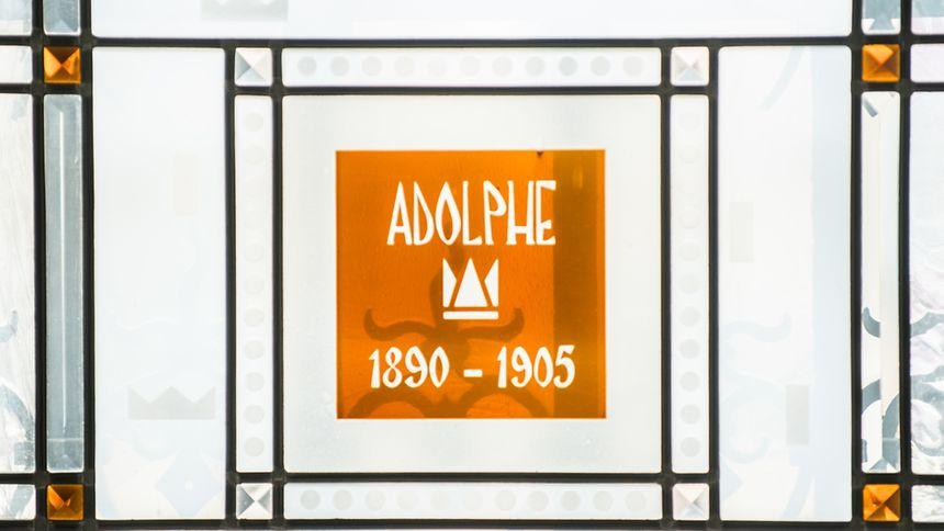 Im Rahmen der Palastbesichtigung haben die Besucher zudem die Möglichkeit, sich die Ausstellung zur Feier des 200. Geburtstages von Großherzog Adolph anzuschauen.