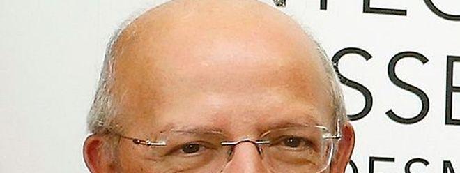 Santos Silva recebeu queixas sobre o funcionamento dos serviços consulares de Bruxelas