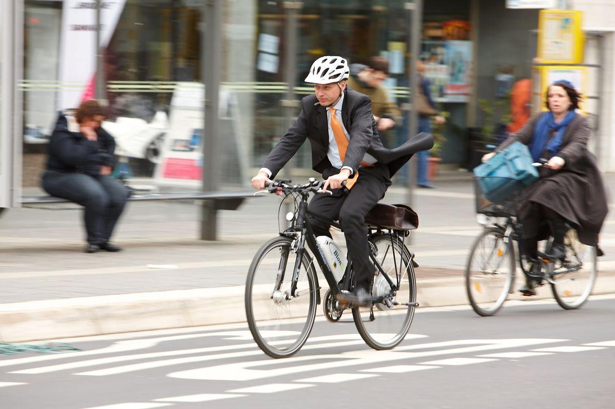 Das Gewicht des Motors im Hinterrad sorgt für sehr gute Traktion. Mit zusätzlichem Gepäck wird das Fahrradheck allerdings stark belastet, und die Fahrdynamik leidet.