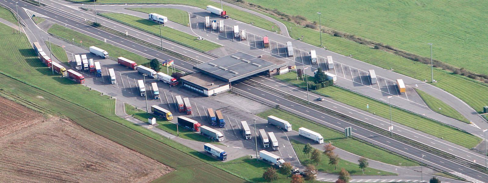 Si les bâtiments des douanes ont disparu, les parkings restent accessibles sur l'aire de Sterpenich.