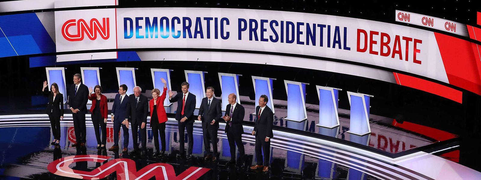 Zehn demokratische Präsidentschaftskandidaten lieferten sich am Dienstagabend einen inhaltlichen Schlagabtausch.