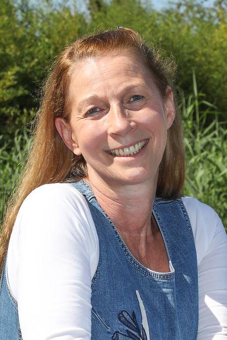 La directrice, Jutta Kleiber, encourage chacun à s'astreindre aux nouvelles règles en place.