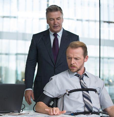 Alec Baldwin (stehend) und Simon Pegg sind mit von der Partie.