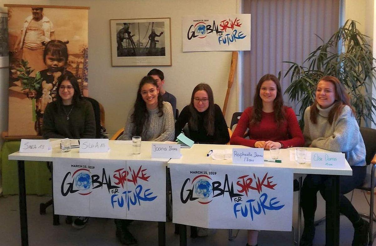 Les jeunes filles de l'Ecole européenne se mobilisent pour le climat.