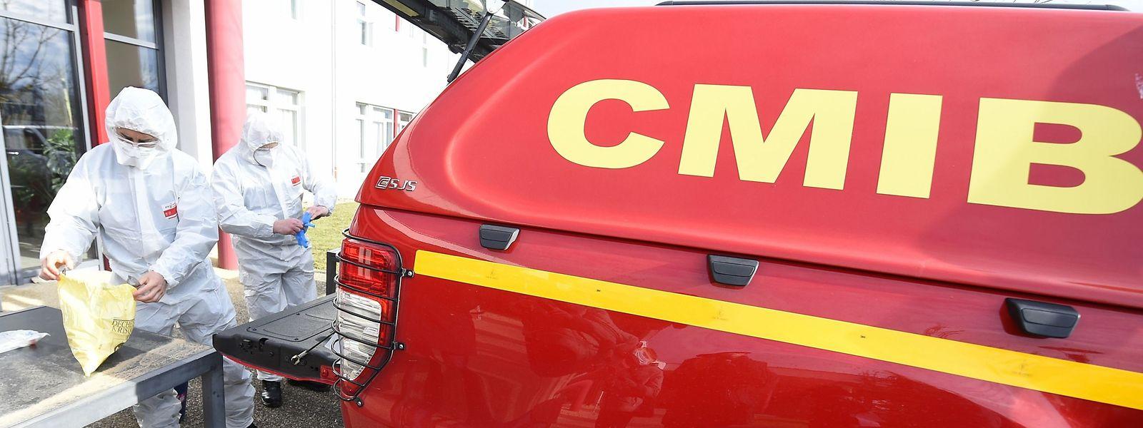 Fortes de leur expérience, des équipes de sapeurs-pompiers de Marseille ont été appelées pour venir effectuer des mesures covid dans les eaux usées de plusieurs sites.