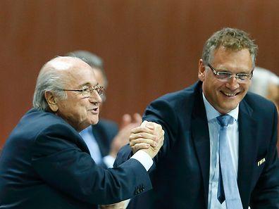 Enge Vertraute: Joseph Blatter (l.) und Jérôme Valcke kommen zusammen auf 20 Jahre Suspendierung.