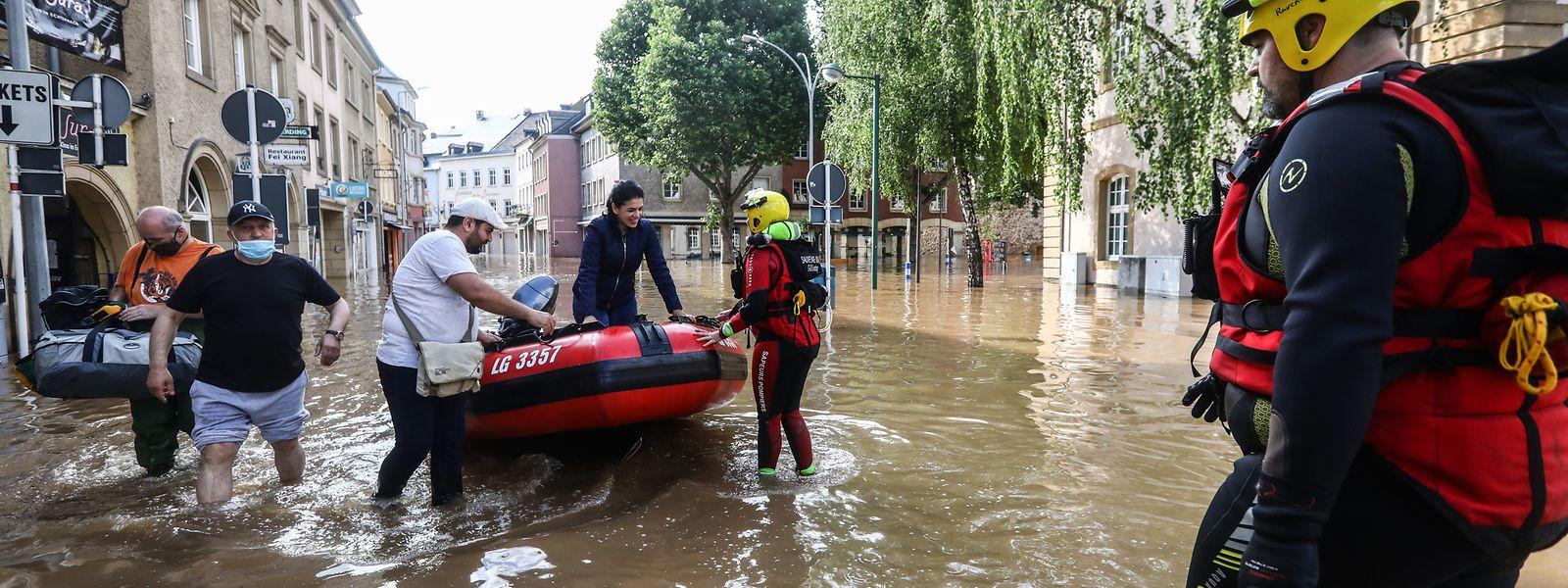 Plusieurs centaines d'habitants ont pu rejoindre des sites au sec grâce aux rotations des bateaux du CGDIS.
