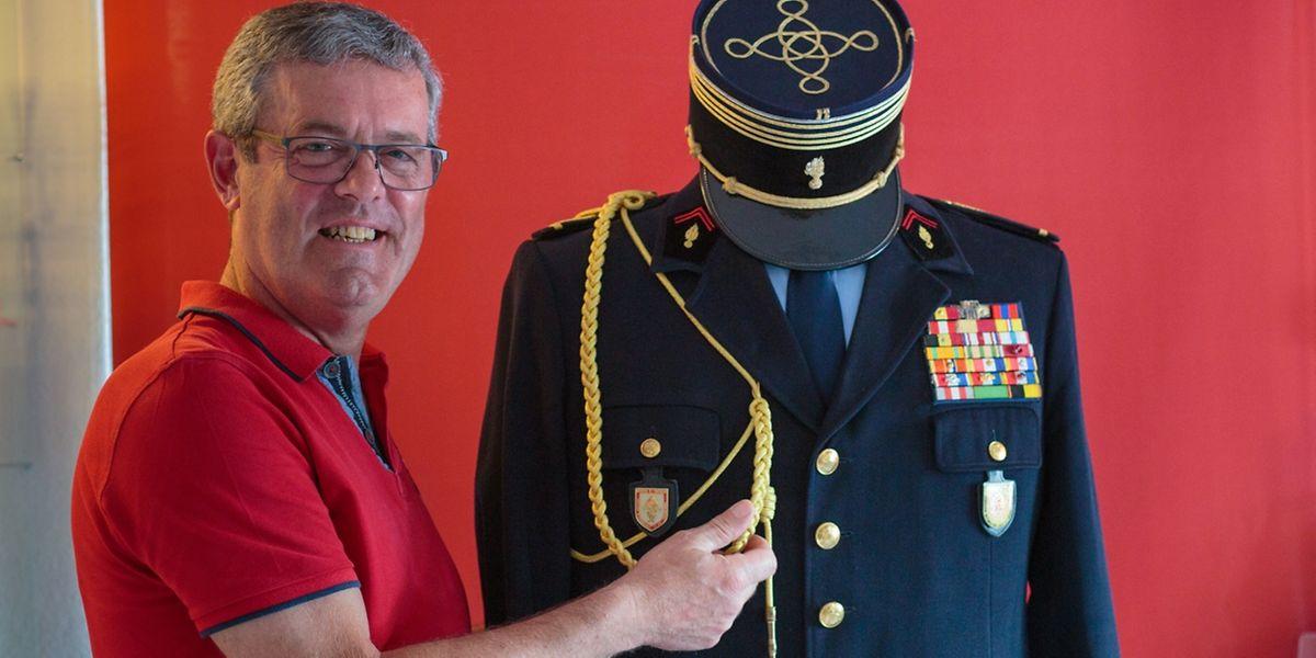 Gilbert Sauber verwahrt liebevoll Jean Stracks Uniform in seinem kleinen Museum.: