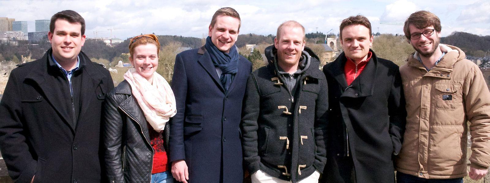 Die Vertreter der Jugendparteien, die sich für mehr Demokratie einsetzen (v.l.n.r.): Fréd Ternes (CSJ), Claudine Michels (JDL), Charles Hurt (CSJ), Marc Ruppert (JDL), Jimmy Skenderovic (JSL), Paul Matzet (déi jonk gréng).