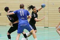 FLH Handball Spielzeit 2020-2021 Meisterschaft der AXA League der Männer zwischen dem HC Standard und dem CHEV Diekirch am 19.10.2020 Steve MASSARD-CHENET (9 Standard) und Sascha MARZADORI (11 CHEV)