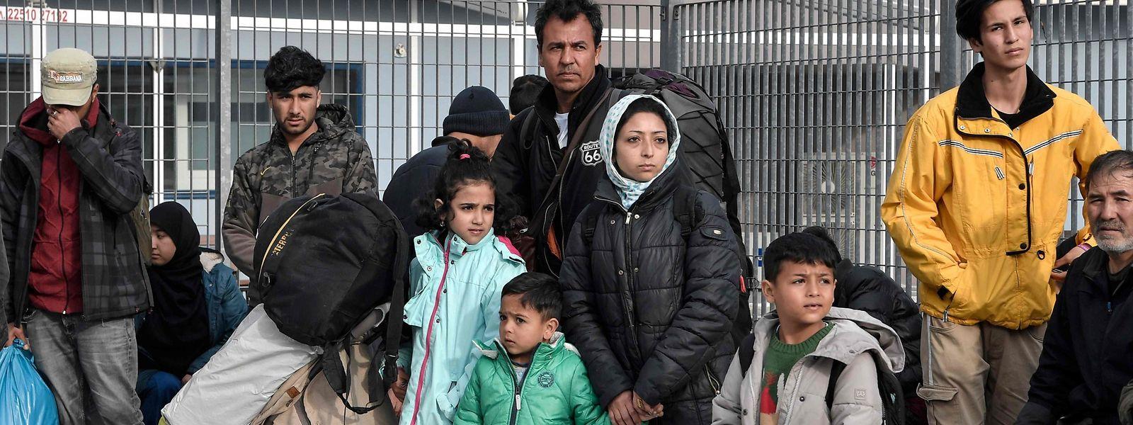 A Mytilène, principale ville de Lesbos. Dans le camp de Moria, sur l'île grecque de la mer Égée, des réfugiés attendent de prendre un ferry direction Athènes.