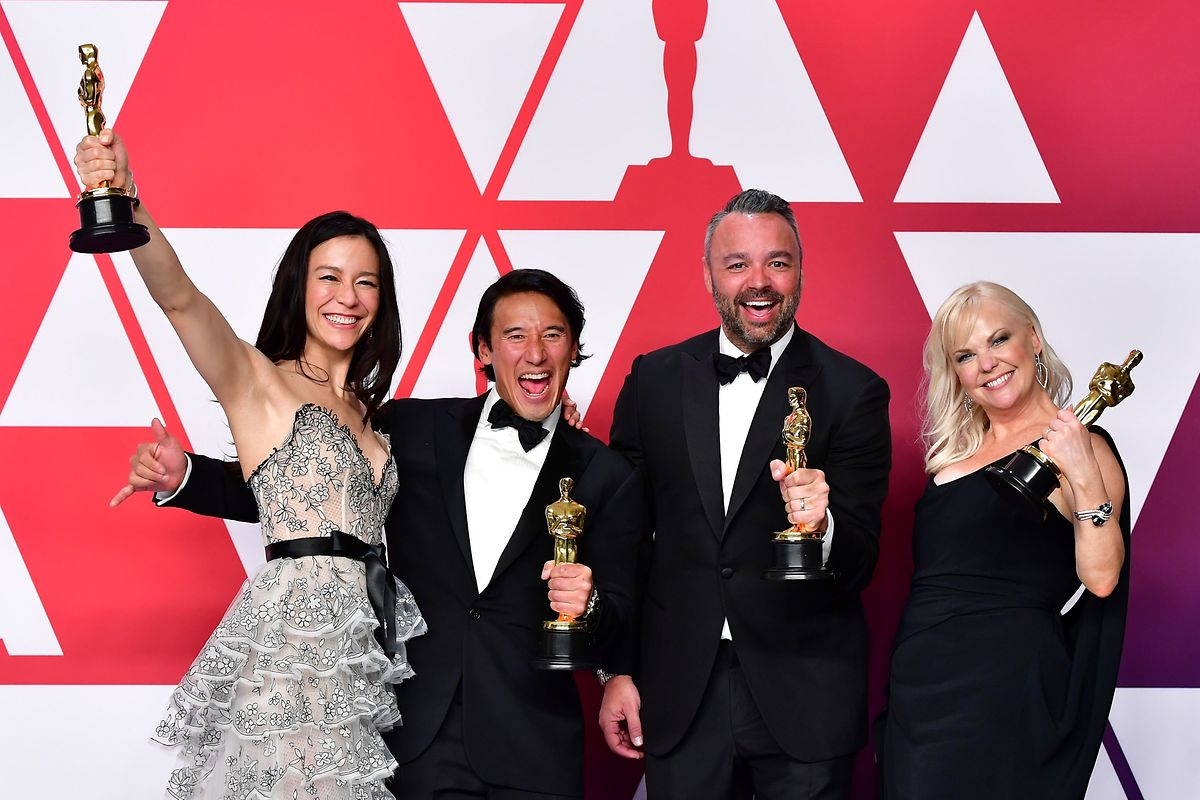 """""""Free Solo"""" venceu o Óscar de Melhor Documentário na 91° edição dos Óscares. Da esquerda para a direita, Elizabeth Chai Vasarhelyi (realizadora), Jimmy Chin (realizador), Evan Hayes (produtor) and Shannon Dill (produtora)."""