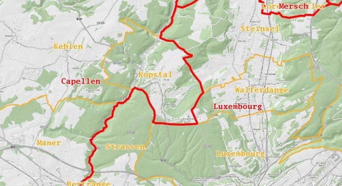 Die Kantonsgrenze (rot) zwischen Capellen und Luxemburg verläuft so, dass die nördlich der Hauptstadt gelegene Gemeinde Kopstal im Süden liegt, Luxemburg-Stadt aber im Zentrum.
