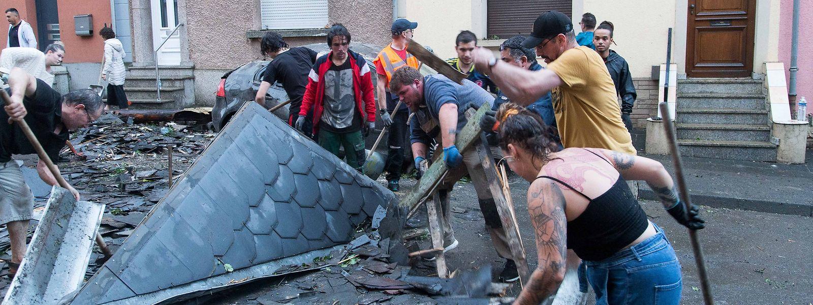 Auf diesem Bild wird die Kraft der Tornados verdeutlicht: Das Dach wurde vom Haus auf die Strasse gefegt.