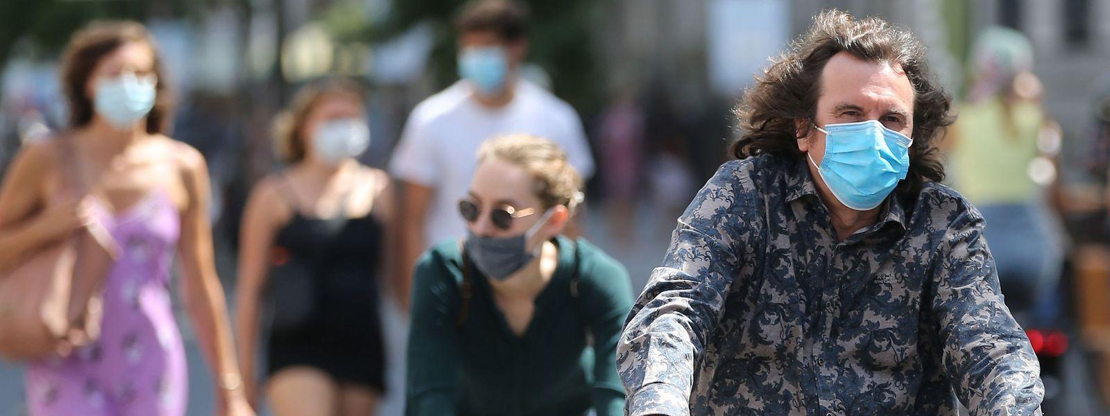 Le cap des 50 infections pour 100.000 personnes ayant été dépassé, la Ville a choisi d'imposer le masque partout et pour tous.