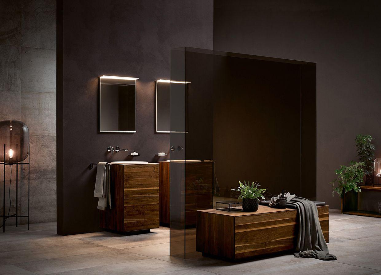 Auch ein komplett dunkel gehaltenes Badezimmer macht was her: Es wirkt edel.