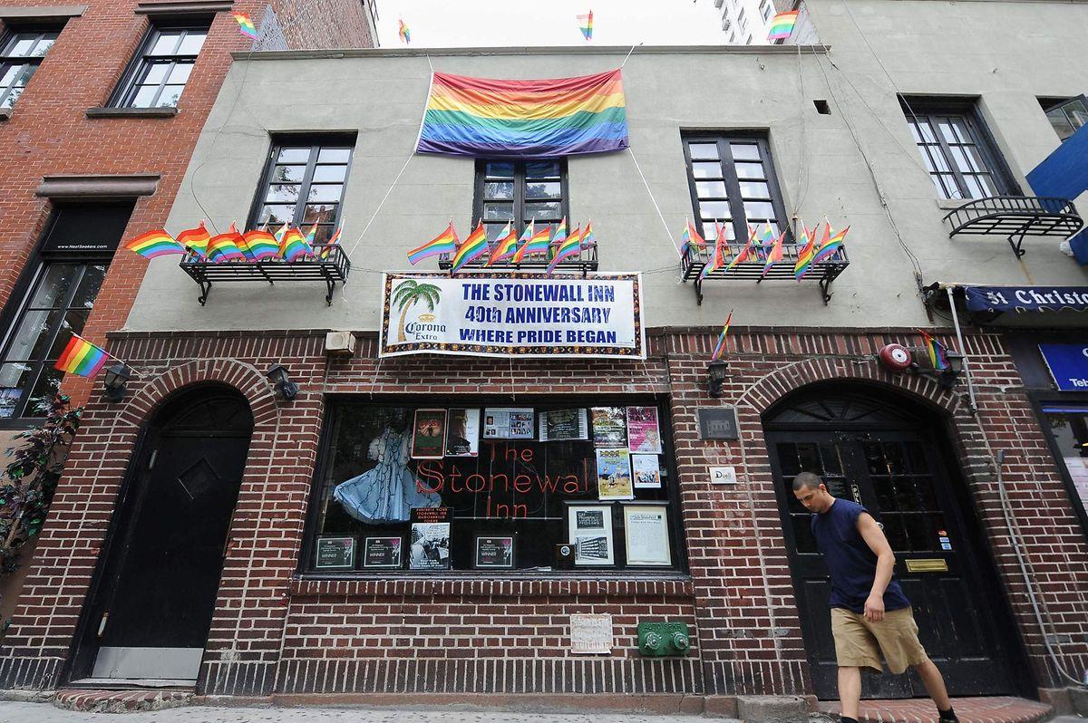Das Stonewall Inn, in der Christopher Street, NY, kann auch heute noch besucht werden.