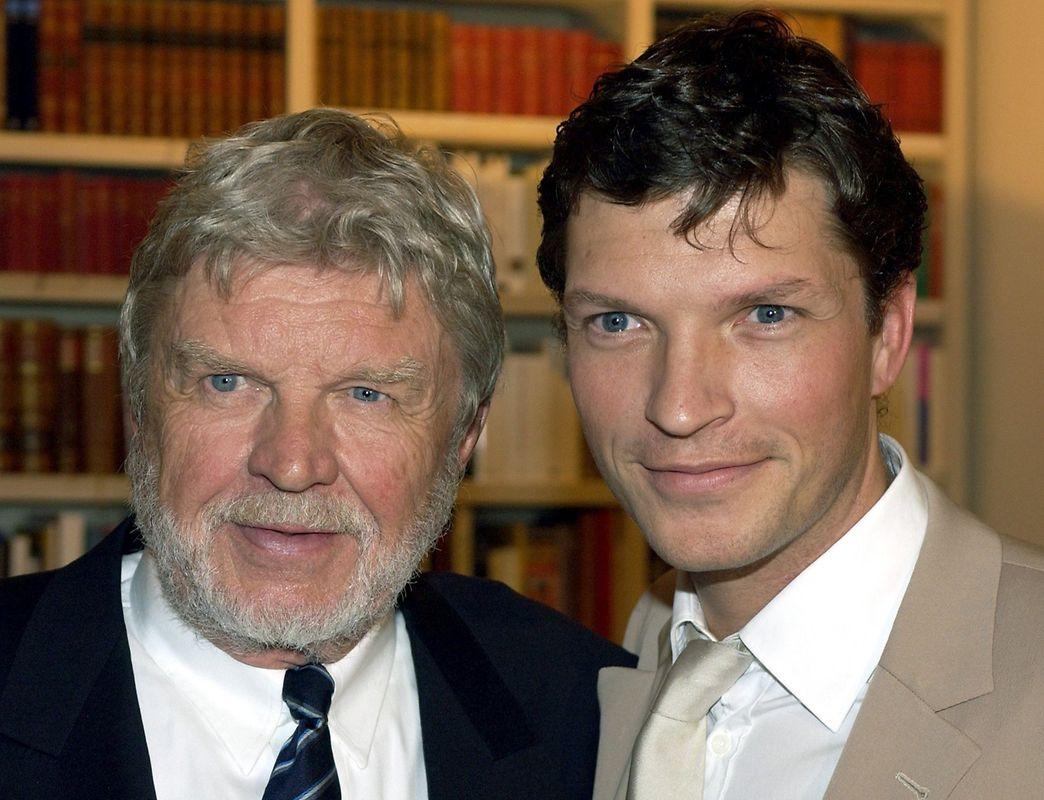 Der Schauspieler Hardy Krüger sr. (l) mit Sohn Hardy Krüger jr.