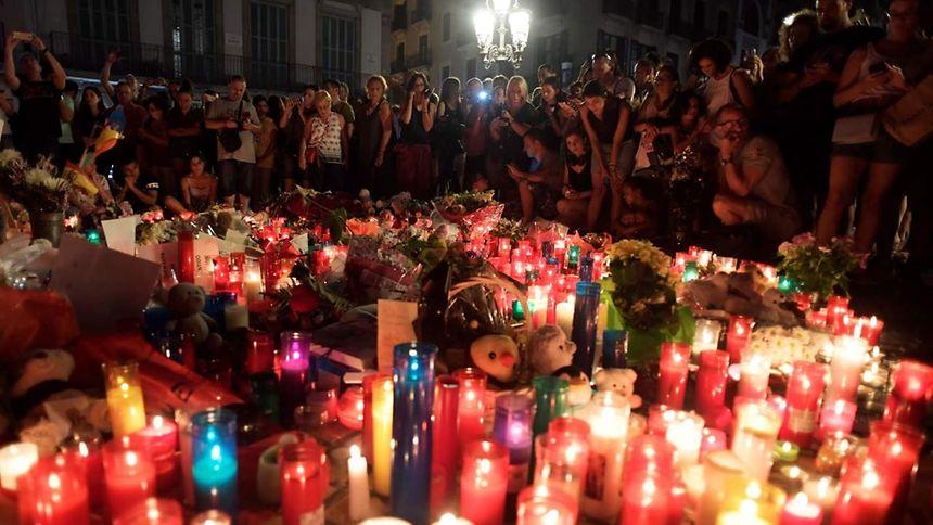 """Résultat de recherche d'images pour """"Barcelone des fleurs et des bougies"""""""
