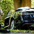 """Ein Experte untersucht den Unfall eines Tesla in den Niederlanden. Umfangreiche Änderungen sollen bei der Steuerungssoftware """"Autopilot"""" vorgenommen werden."""