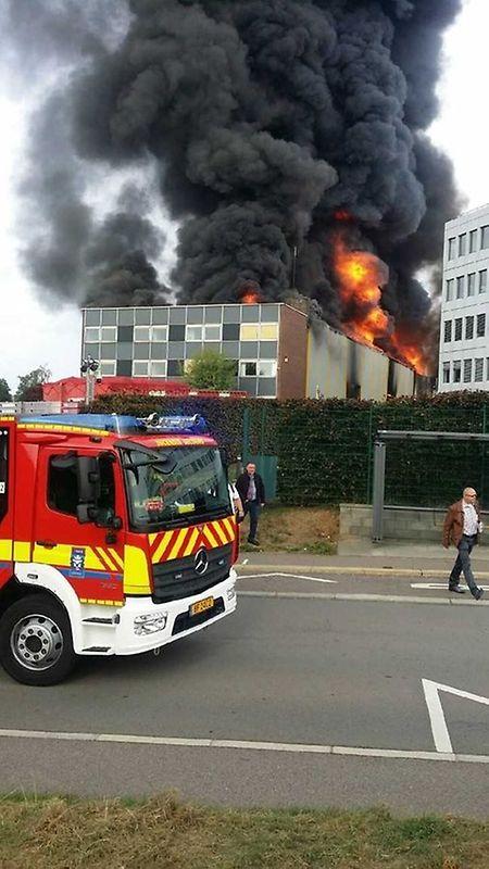 Bombeiros deslocaram-se de imediato para o local do incêndio.