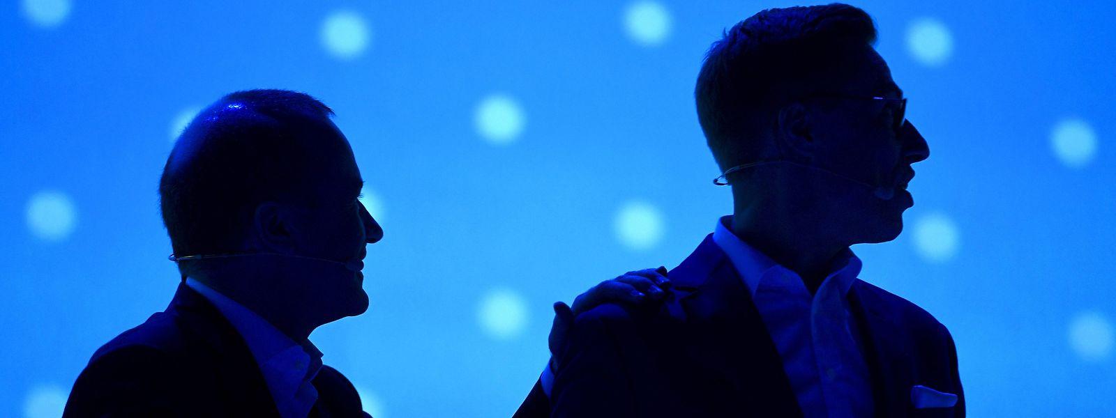 Die Silhouetten der beiden konkurrierenden Kandidaten für die Leitung der EVP, Alexander Stubb (r) aus Finnland und Manfred Weber aus Deutschland.