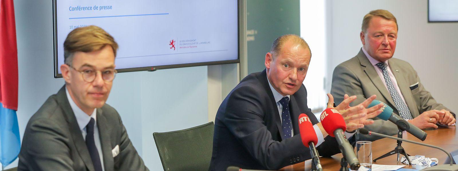 Wirtschaftsminister Franz Fayot (links) und Guus Boekhoudt (Mitte) erklären den Fahrplan für Guardian.