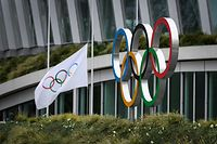 The Olympic Rings are pictured in front of the headquarters of the International Olympic Committee (IOC) in Lausanne on March 22, 2020, as doubts increase over whether Tokyo can safely host the summer Games amid the spread of the COVID-19. - The global sporting calendar has been swept away by the coronavirus pandemic but the International Olympic Committee has insisted the Tokyo Games will go ahead in four months despite growing calls for a postponement. (Photo by FABRICE COFFRINI / AFP)