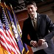 Auch der republikanische Vorsitzende des US-Repräsentantenhauses, Paul Ryan, warnte die Demokraten davor, ihre Machtposition auszunutzen und im Senat gegen eine Übergangslösung zu stimmen.