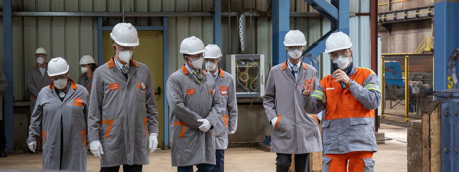 Derrières les masques et sous les casques, le Grand-Duc héritier, le ministre de l'Economie et la bourgmestre de Differdange ont pu visiter l'usine sidérurgique de Differdange, jeudi, en compagnie des dirigeants d'ArcelorMittal.