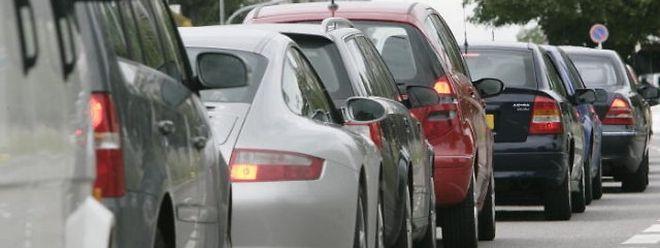 Der Verkehr staute sich am Montagmorgen von der Ehranger Brücke bis auf die A64.