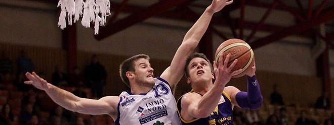 Nathan Walkup, hier im Duell mit Samy Picard (r.), findet Gefallen an den Luxemburger Sporthallen.