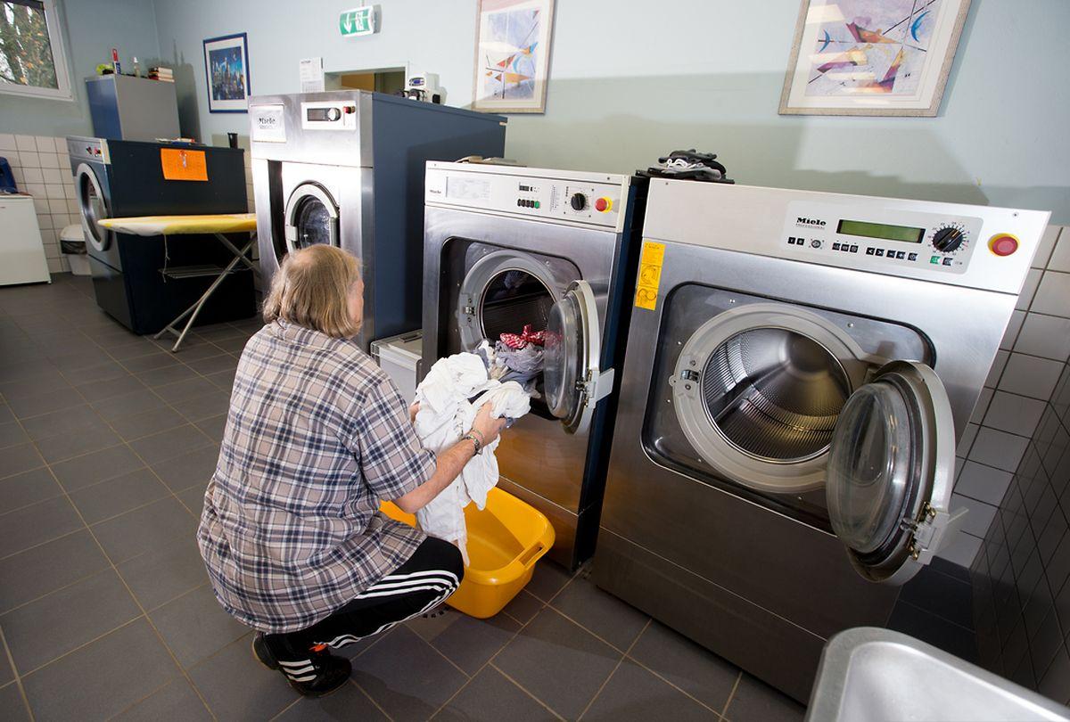 Wäscherei in der Strafvollzugsanstalt Givenich.