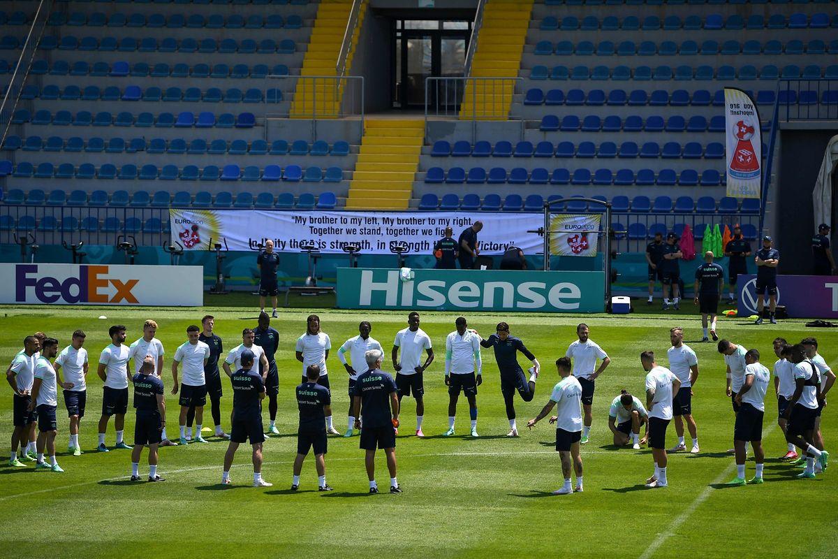 Aus dem Kader muss der Trainer zehn Feldspieler und einen Torwart auswählen, die die Startelf bilden.