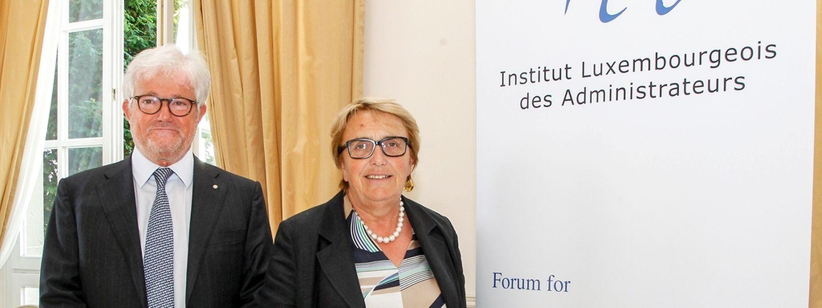 La conférence de l'ILA a marqué symboliquement le passage de témoin entre Marie-Jeanne Chèvremont-Lorenzini, présidente sortante, et Raymond Schadeck. (Photo: Guy Jallay)