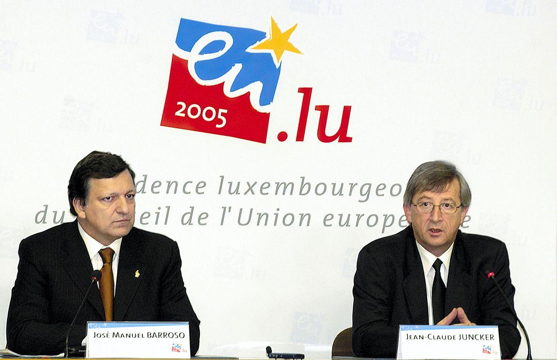 José Manuel Barroso und Jean-Claude Juncker bei einer Pressekonfrenz im Rahmen der luxemburgischen EU-Ratspräsidentschaft 2005.