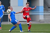 Justine Oswald, en rouge, SC Bettembourg, et Tracy Cammarata, Racing Luxembourg. Football: SC Bettembourg - Racing Luxembourg, Ligue 1. Stade Municipal, Bettembourg. Foto: Stéphane Guillaume