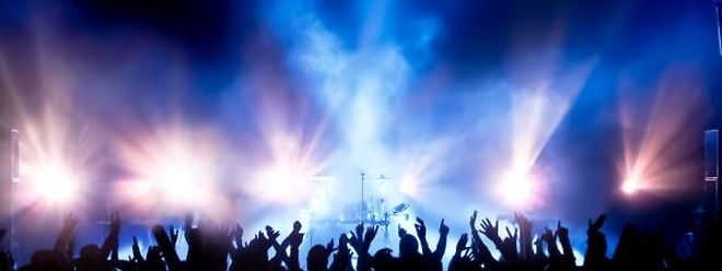 Une réglementation plus stricte impose une baisse du son des discothèques et festivals français.