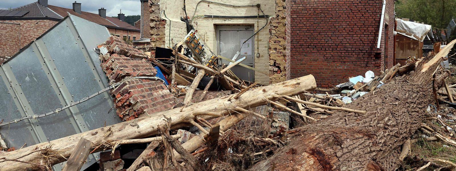 Les dégâts matériels sont à ce jour estimés à plus de 350 millions d'euros.