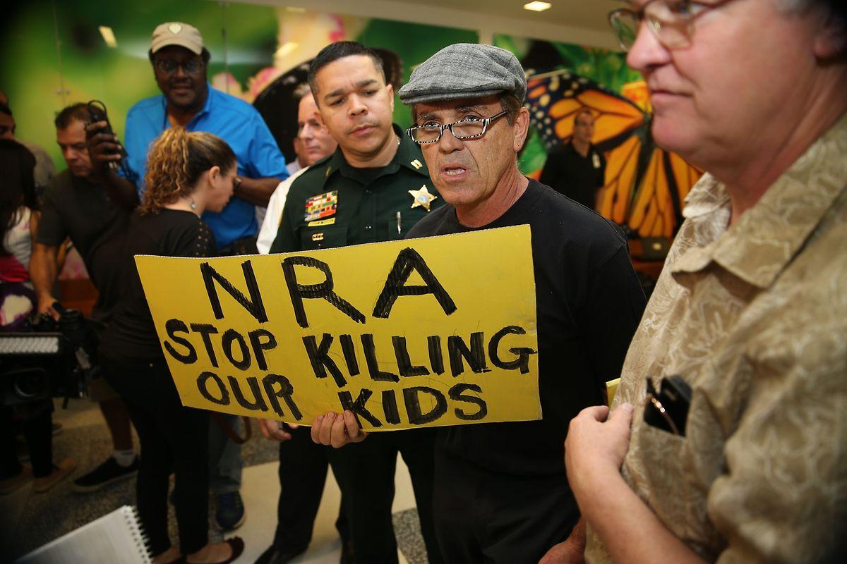 """""""NRA, hör auf, unsere Kinder zu töten!"""""""